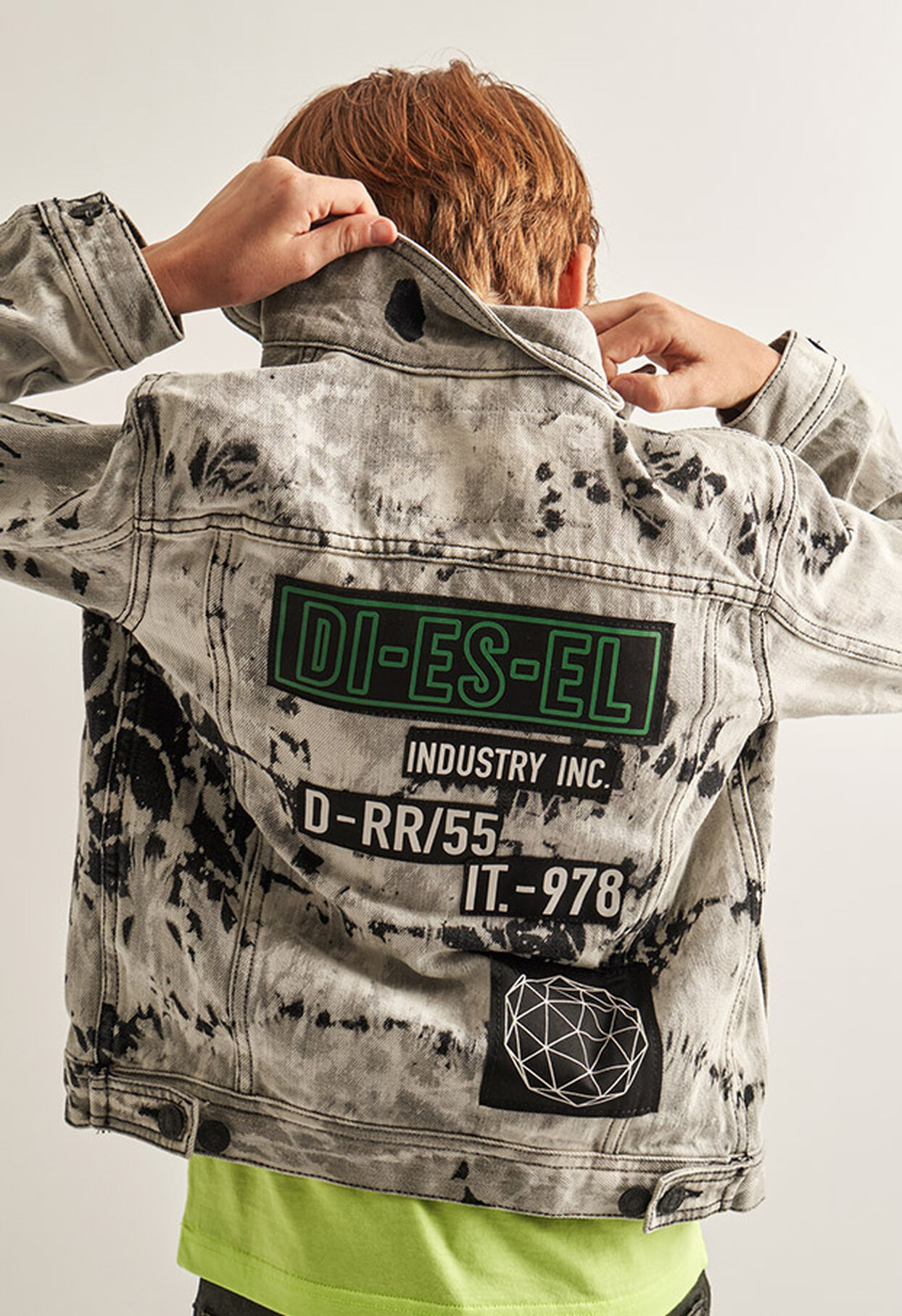 https://hr.diesel.com/dw/image/v2/BBLG_PRD/on/demandware.static/-/Library-Sites-DieselMFSharedLibrary/default/dw9fd09078/CATEGORYOV/2x2_90.jpg?sw=1244&sh=1814