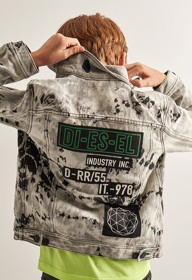https://hr.diesel.com/dw/image/v2/BBLG_PRD/on/demandware.static/-/Library-Sites-DieselMFSharedLibrary/default/dw9fd09078/CATEGORYOV/2x2_90.jpg?sw=622&sh=907