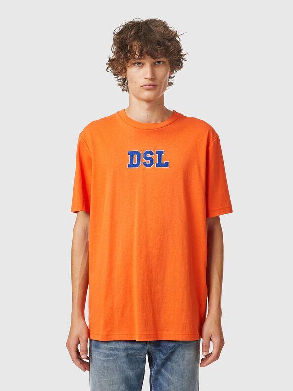 https://hr.diesel.com/dw/image/v2/BBLG_PRD/on/demandware.static/-/Sites-diesel-master-catalog/default/dw0bbf32c3/images/large/A03507_0QCAH_34H_O.jpg?sw=594&sh=792