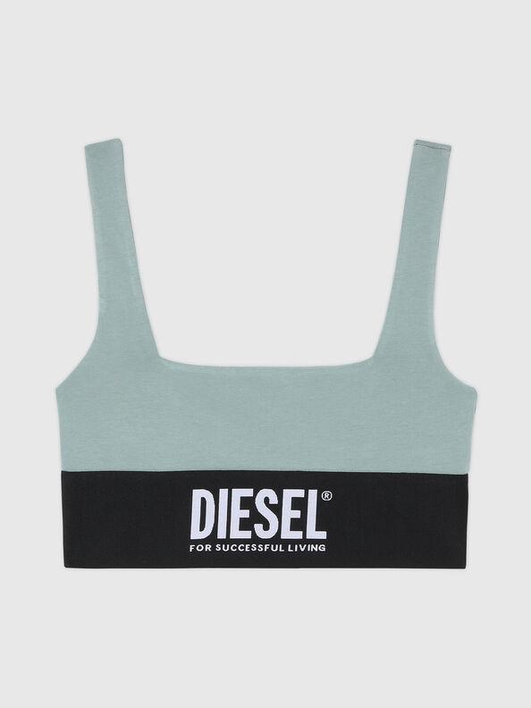https://hr.diesel.com/dw/image/v2/BBLG_PRD/on/demandware.static/-/Sites-diesel-master-catalog/default/dw43a8fc2c/images/large/A01952_0DCAI_5BQ_O.jpg?sw=594&sh=792