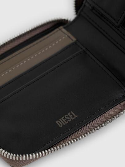 Diesel - HIRESH XS ZIPPI, Beige - Zip-Round Wallets - Image 4